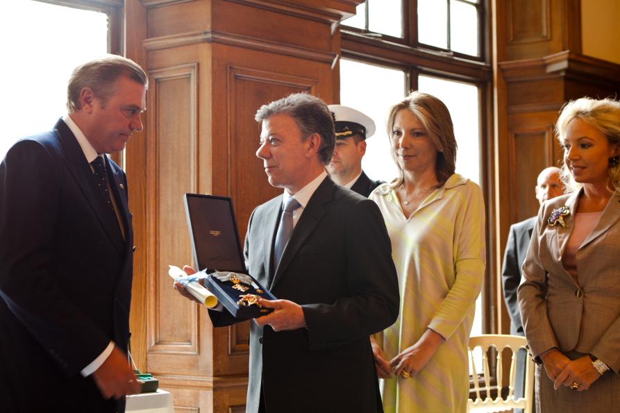 Presidente de Colombia honrado por la Orden