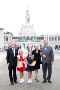 Santuario_Fatima_Famiglia_Reale_con_S.A.R._Duca_di_Braganca