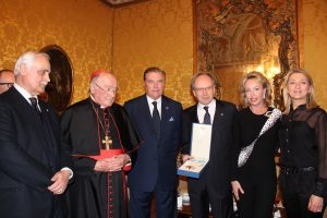 Consegna onorificenza a Amb. Pietro Sebastiani