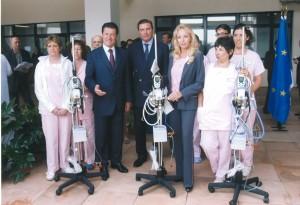 Dono_apparecchiatura_medica_Ospedale_di_Nizza_LL.AA.RR._Duchi_di_Castro_con_Sindaco_ChristianEstrosi 2008